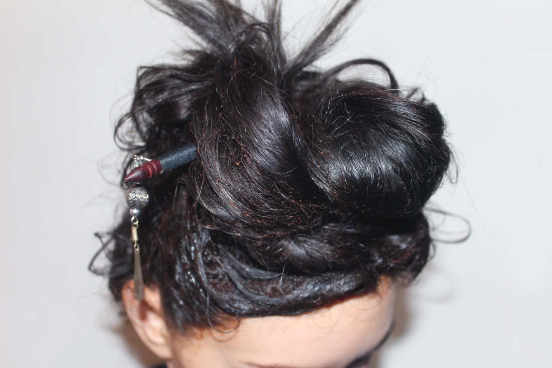 le shampoing mis sur les racines des cheveux